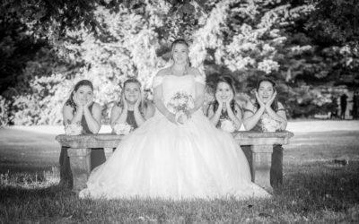 Photos originales des demoiselles d'honneur pendant un mariage