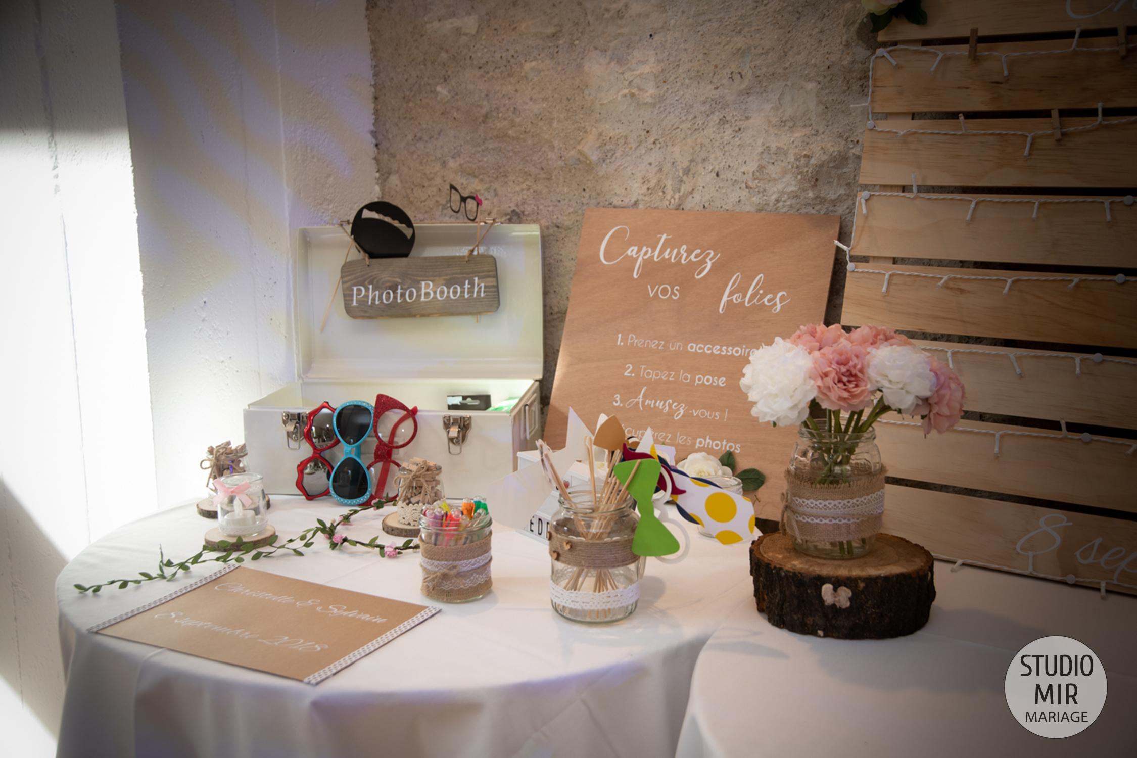 Photographe de mariage : décoration de la salle au domaine de Brunel - 95