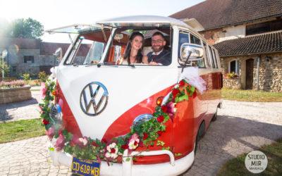 Photographe de mariage : Arrivée des mariés en Van en Seine et Marne