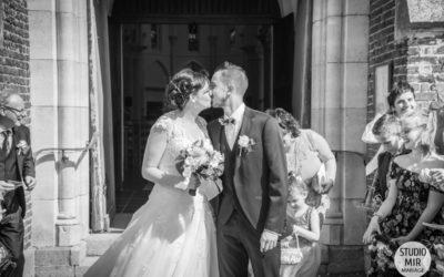 Photographe de mariage : cérémonie des mariés à l'église