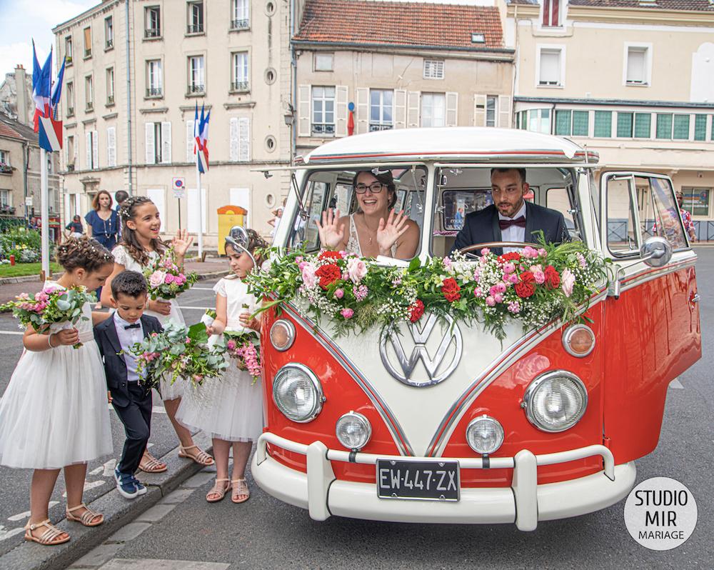 Photographe de mariage : arrivée des mariés à la mairie de Meaux en Seine et Marne
