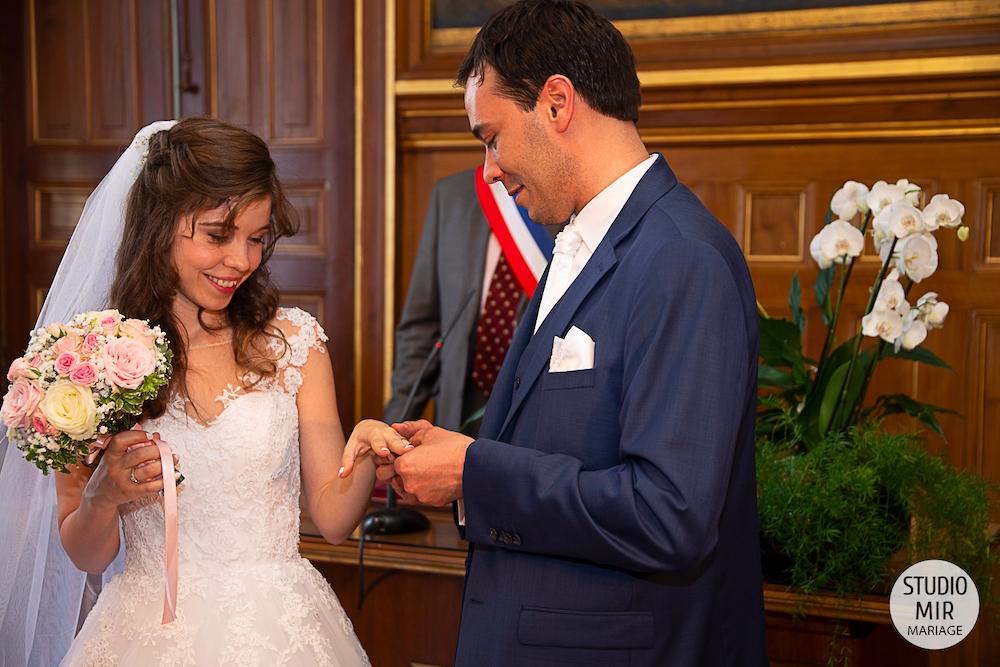 Photographe de mariage : cérémonie des mariés à la mairie de Saint Maur des Fossés