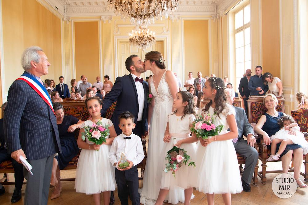 Photographe de mariage : cérémonie à la mairie de Meaux en Seine et Marne