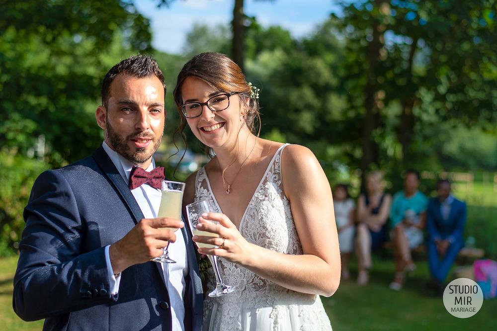 Photographe de mariage : Célébration du vin d'honneur des mariés en Seine et Marne