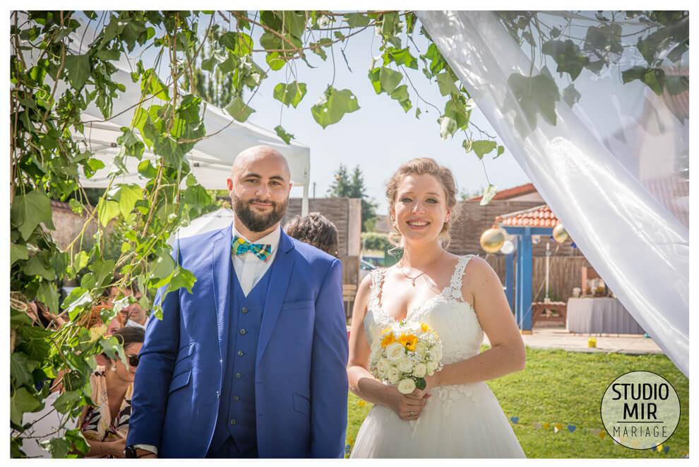 Photographe de mariage : cérémonie laïque des mariés à Etrechy