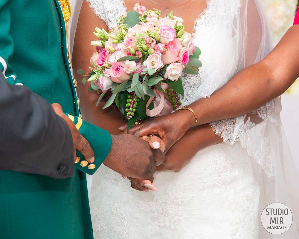 Photographe de mariage : échange des vœux lors de la cérémonie religieuse