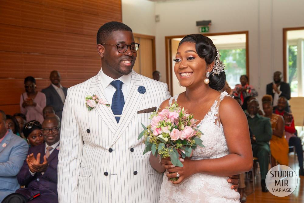Photographe de mariage : cérémonie à la mairie d'Hay Les Roses dans le Val de Marne