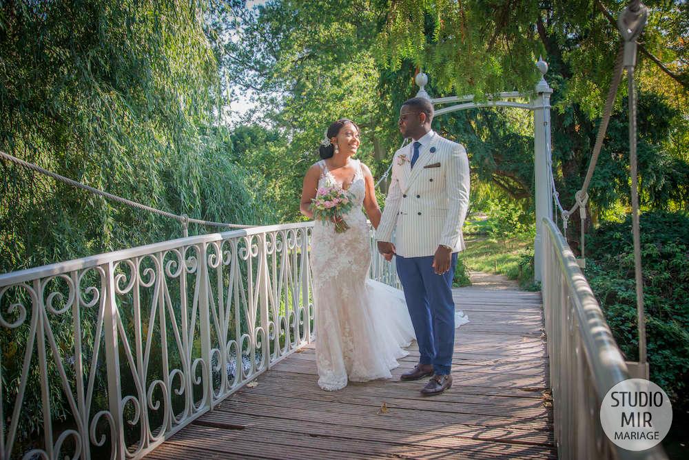 Photographe de mariage : photos de couple à la vallée au loup