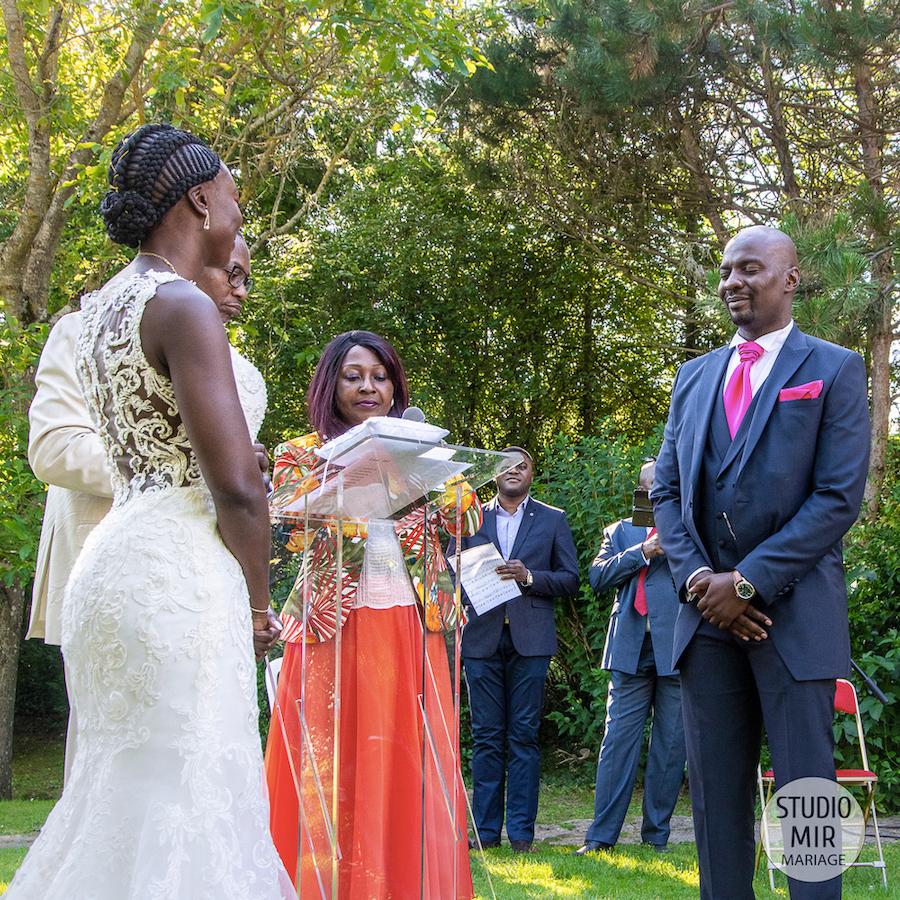 Photographe et vidéaste de mariage : Cérémonie laïque des mariés en Yvelines